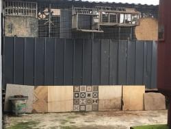 西西里16栋楼顶鸽子棚,鸽子粪影响业主生活